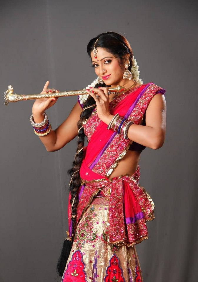 udaya bhanu in half saree
