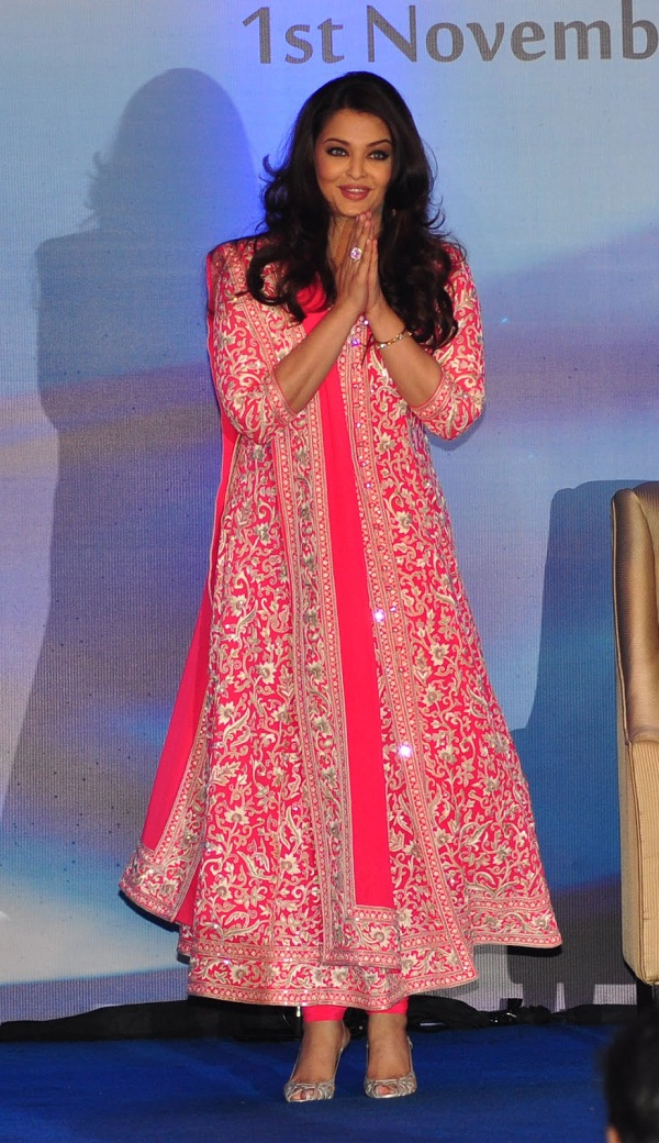 Aishwarya-Rai-In-designers-Anarkali-Suits-2013