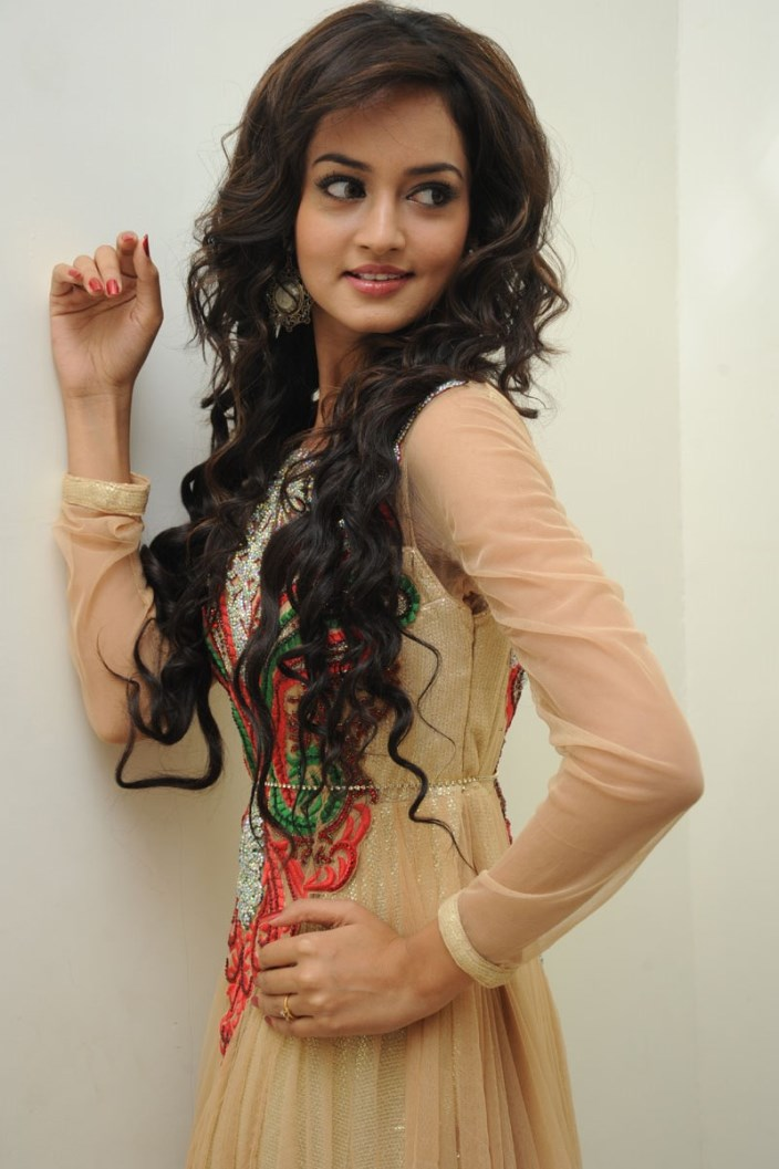 Telugu-Heroine-Shanvi-in salwar suits