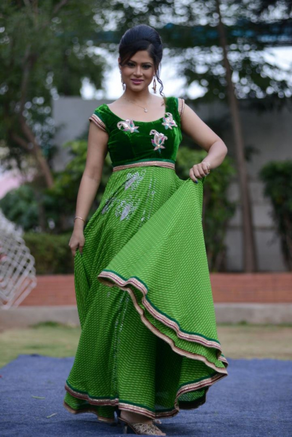 anchor-shilpa-chakravarthi-in anarkali suits