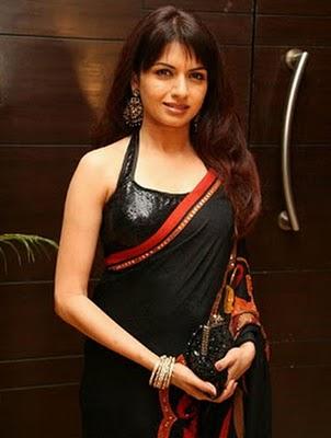 bhagyashree-black-designer-saree-halter-neck-blouse
