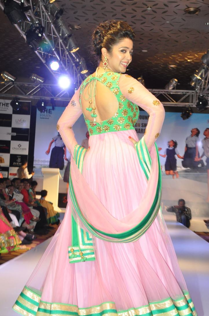 charmi-ramp-walk-at-passionate-foundation-fashion