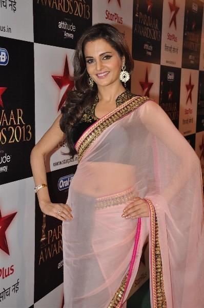 Monica-Bedi-at-the-STAR-PARIVAAR-AWARDS-2013