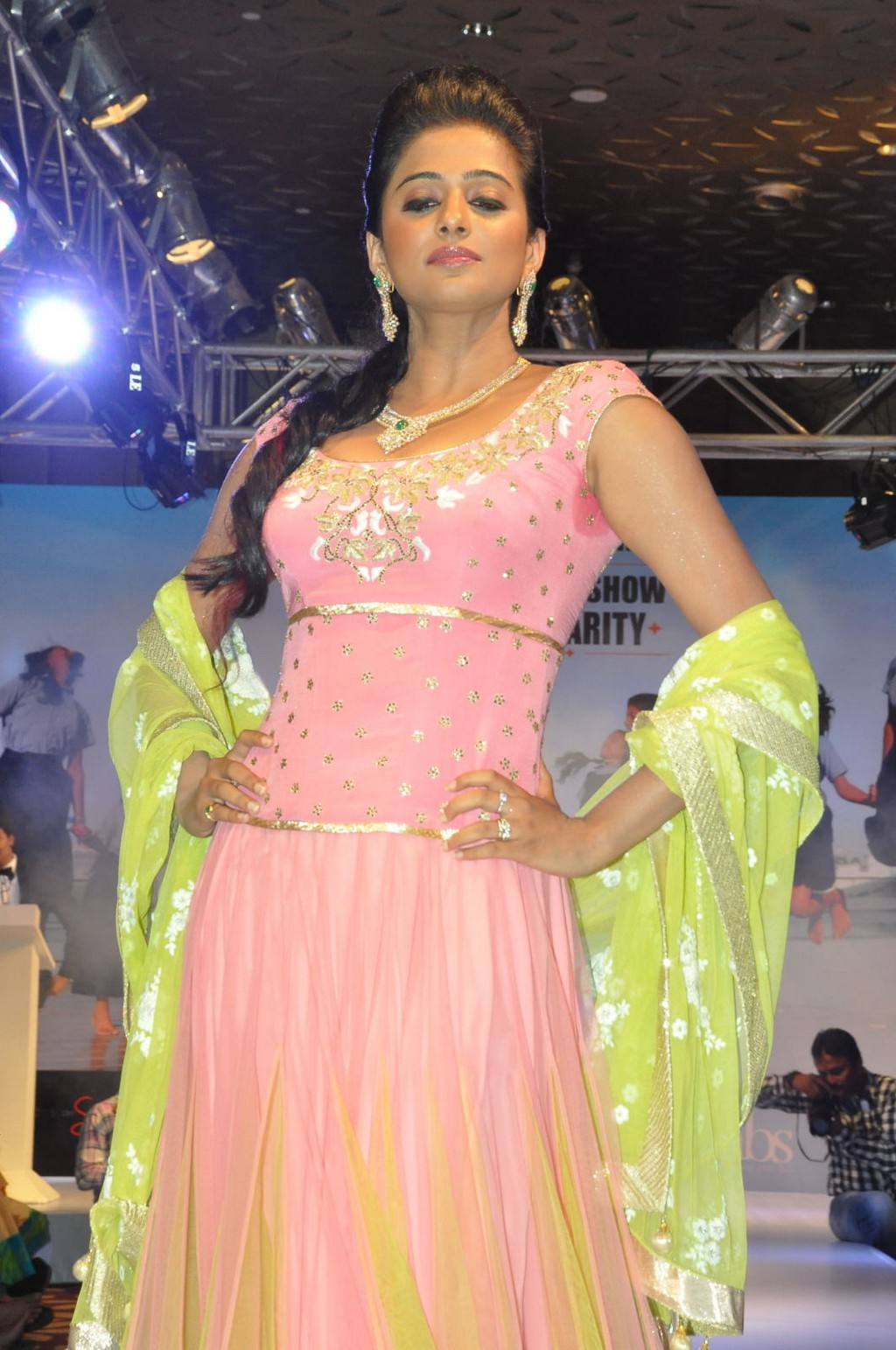 priyamani-ramp-walk-at-passionate-foundation-fashion