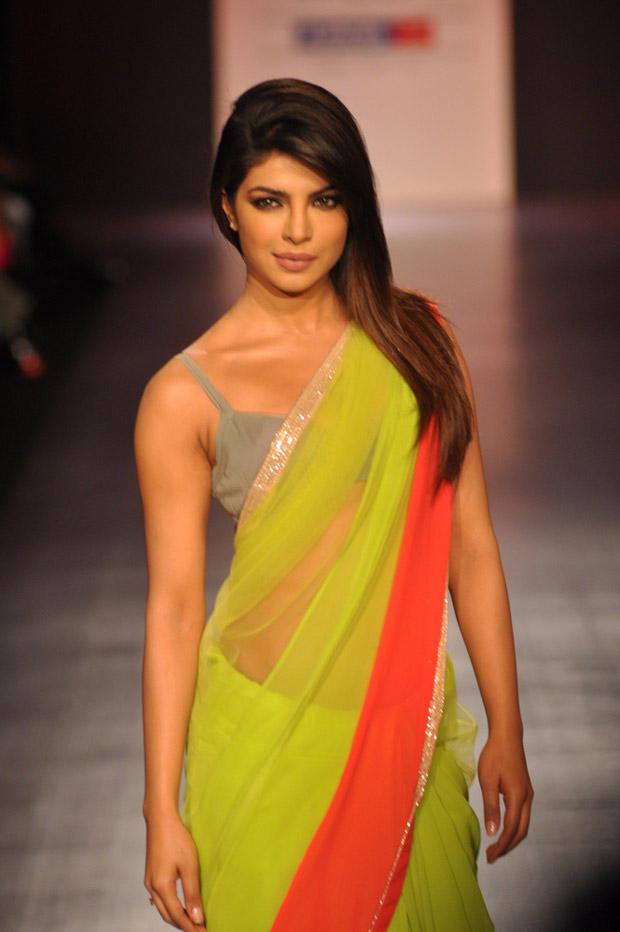 priyanka-chopra-dazzles-manish-malhotra-saree-lakme-fashion-week-2013