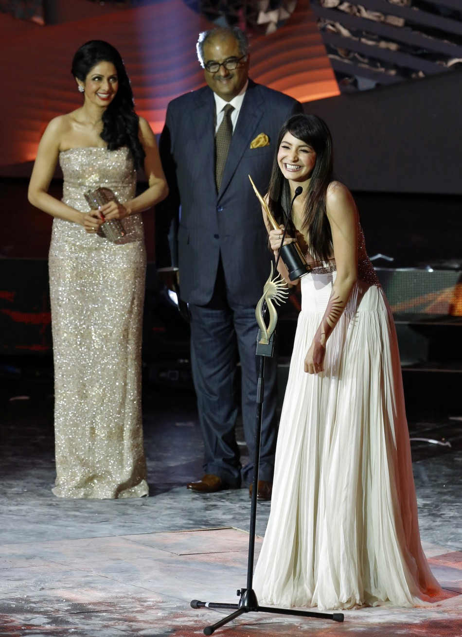 iifa-awards-2013-bollywood-celebrities-on-green-carpet