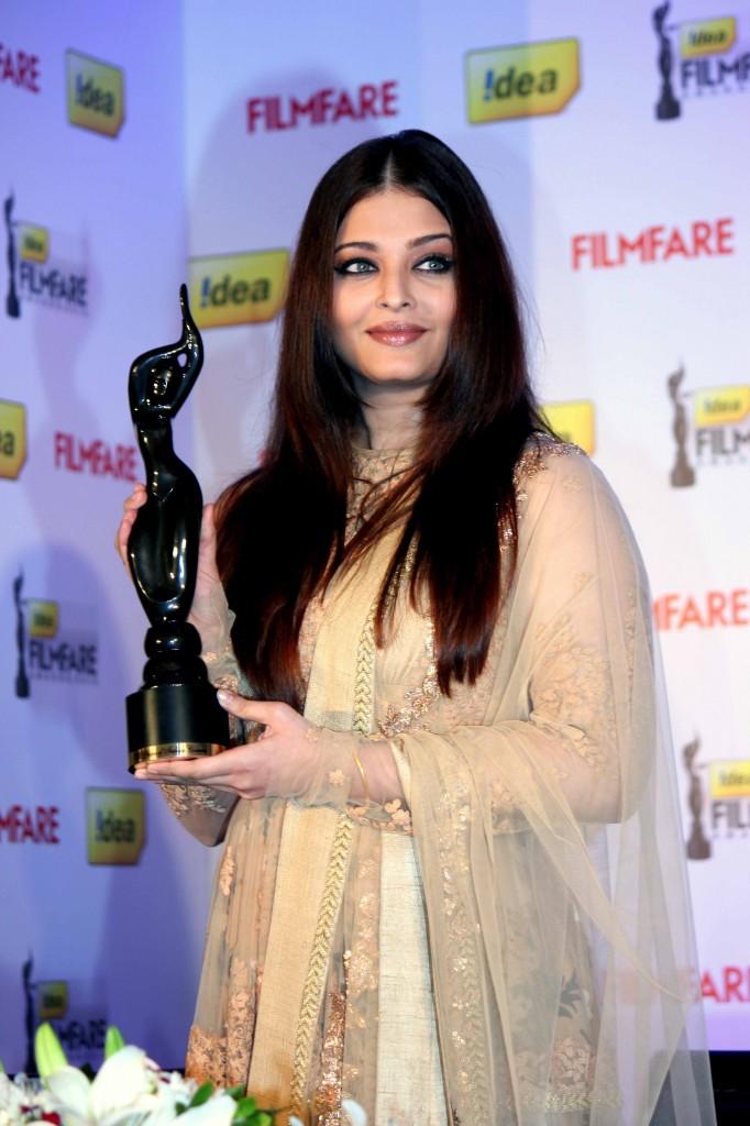 Aishwarya-Rai-at-58th-Film-Fare-Awards-Media-Meet-Gallery