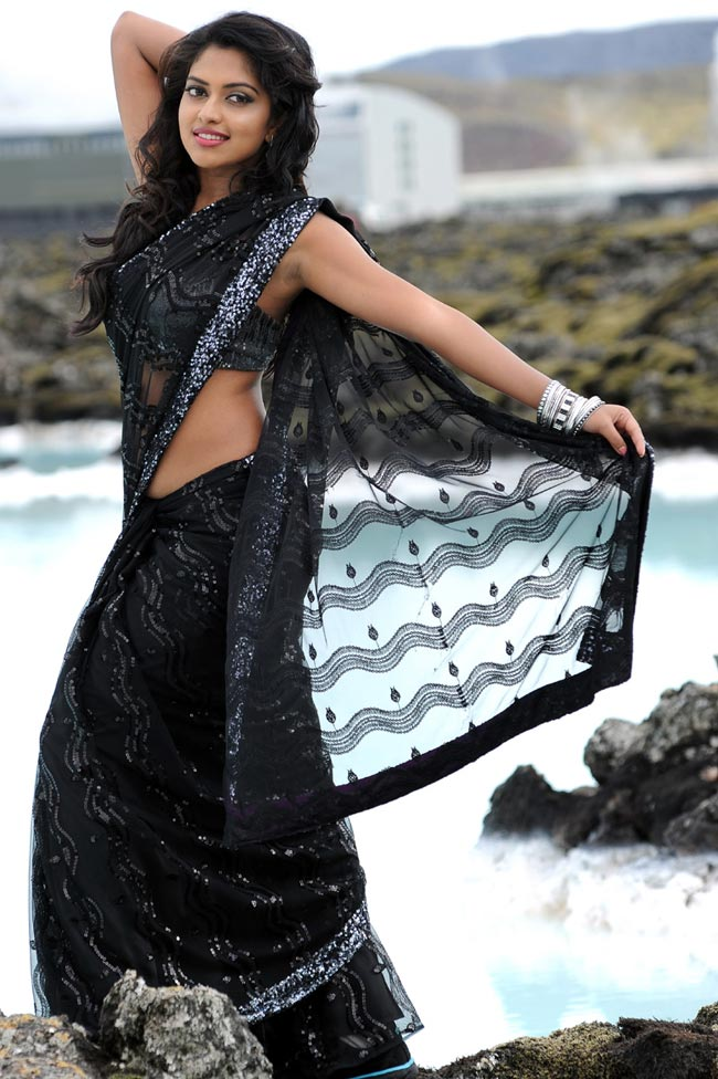 Amala-Paul-in black saree