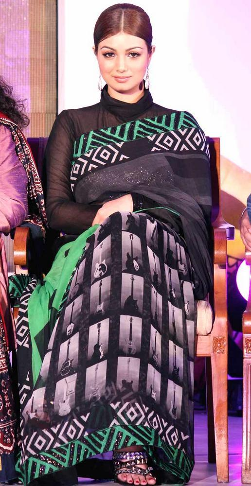 ayesha-takia- black saree