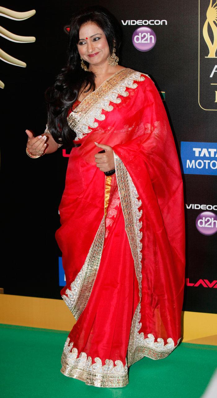 divya-dutta in red saree