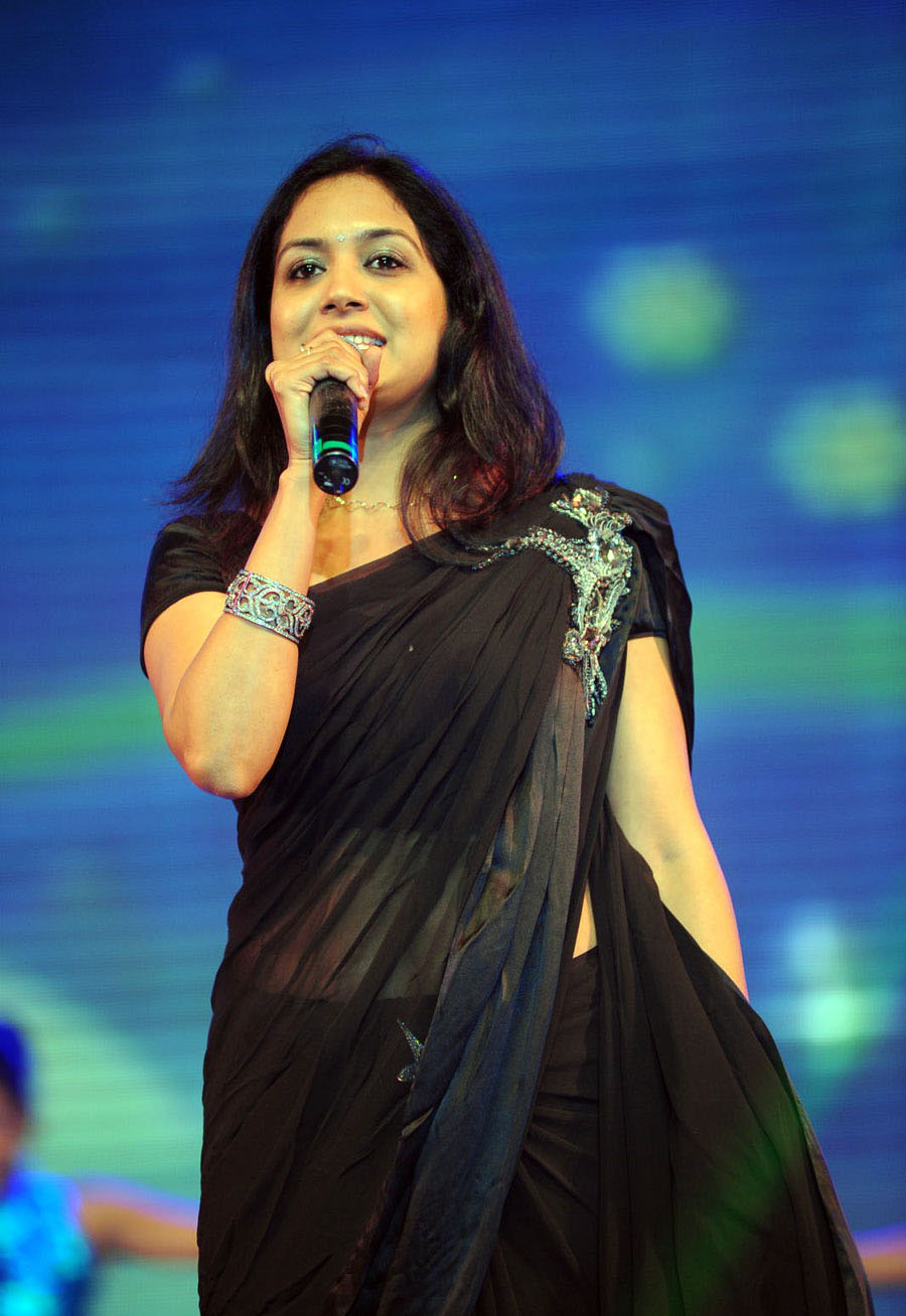 singer_sunita_black_saree