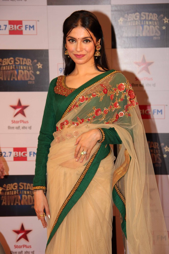 Divya Khosla in Sabya Sachi Saree blouse