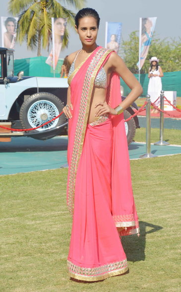 model in pink georgette saree