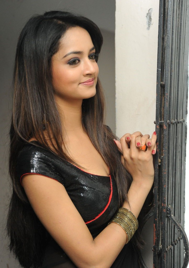 shanvi in black saree blouse
