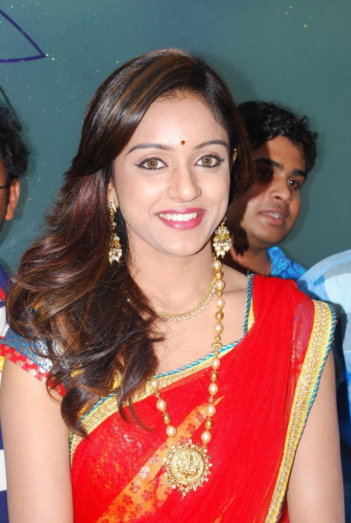 vithika sheru in half saree stills