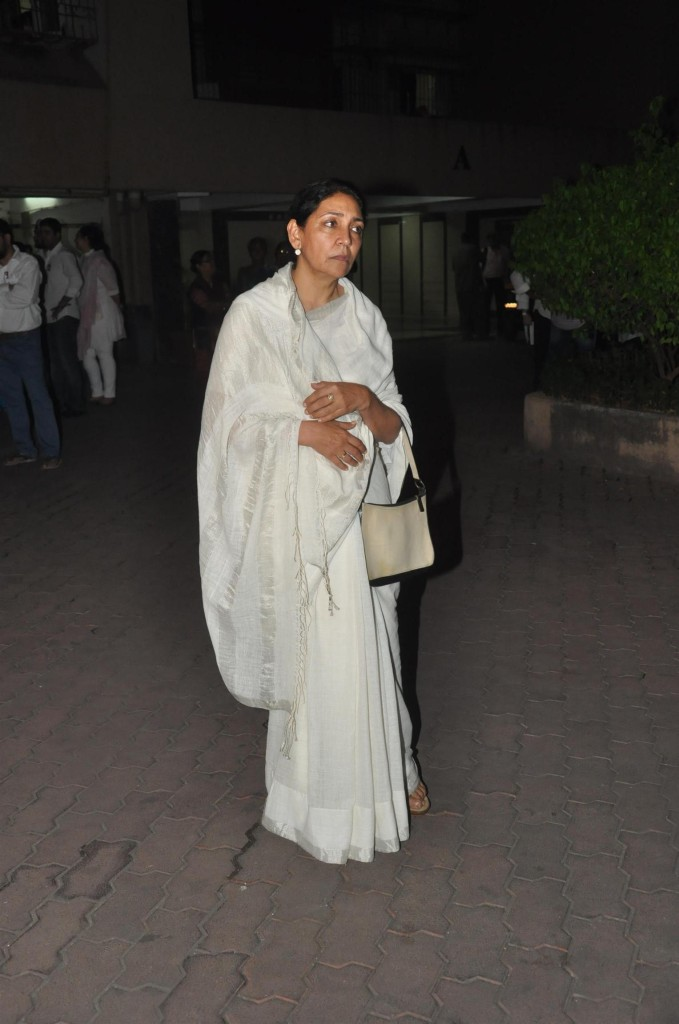 deepti naval in white saree