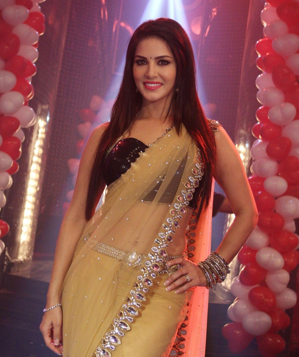 Sunny leone in transparent saree