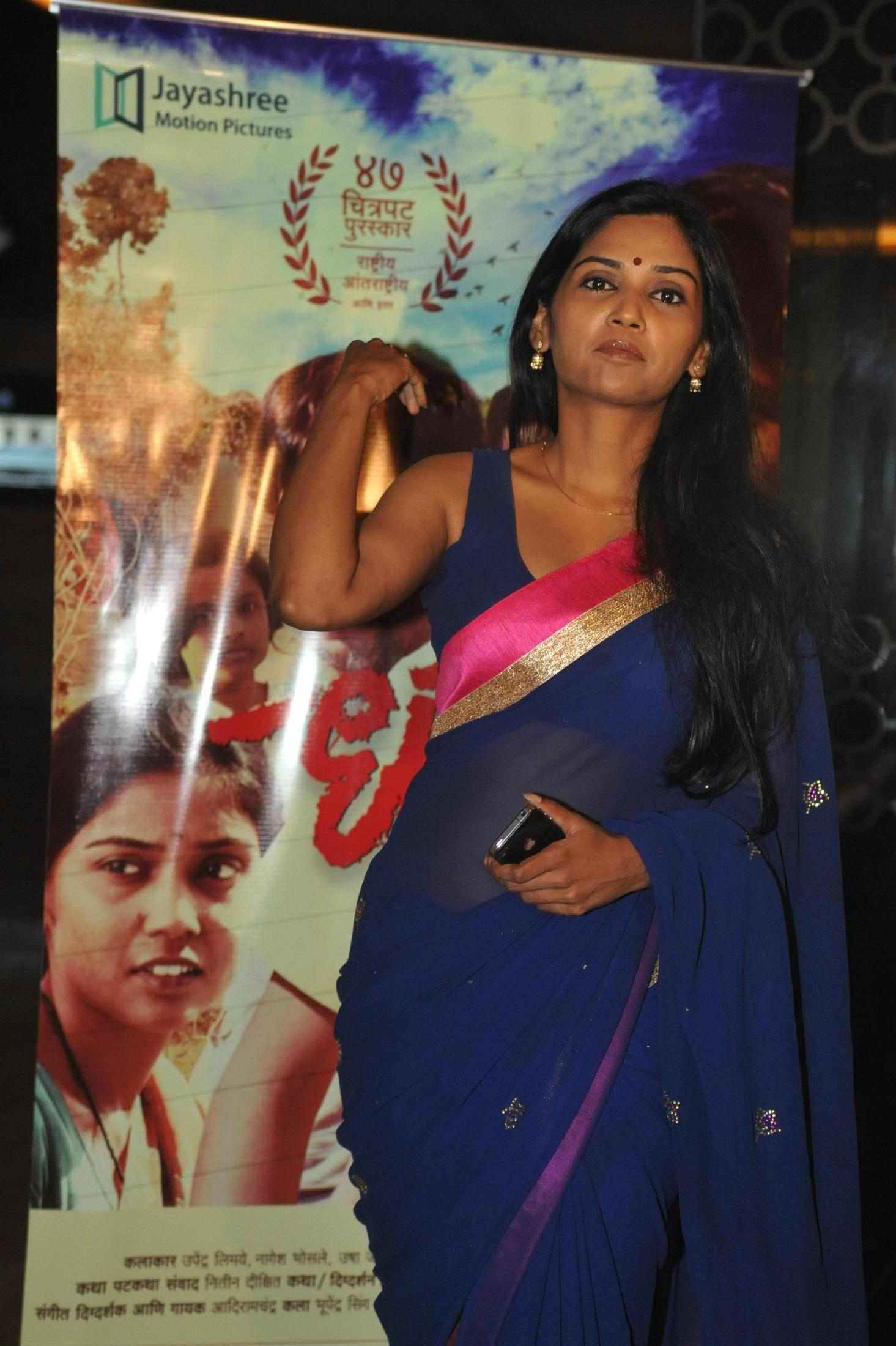 usha jadhav in blue blouse