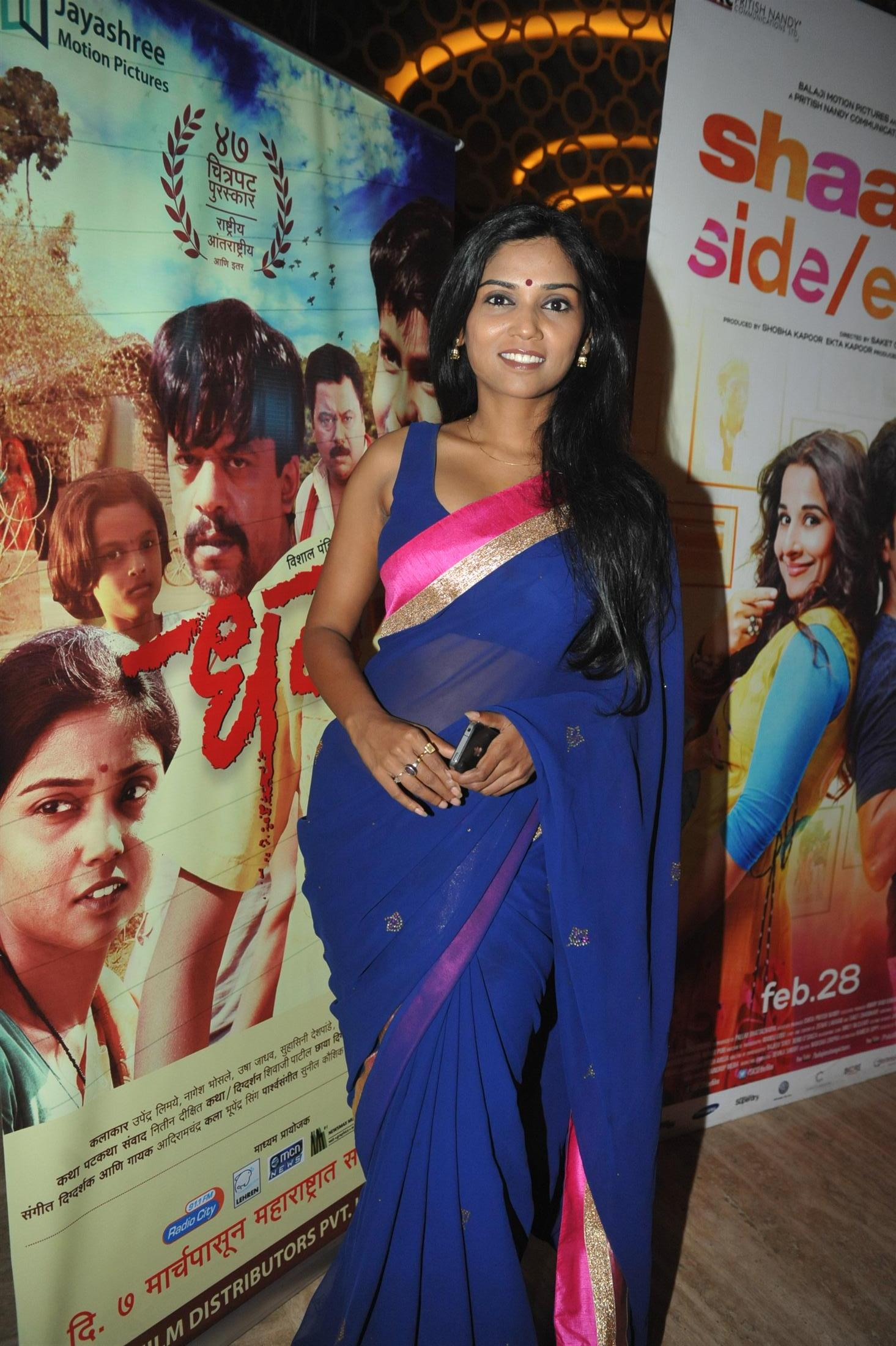 usha jadhav in blue saree