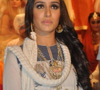 Shraddha-Ramp-Walks-For-Jabong-Pret-e-Porter-Collection-Launch