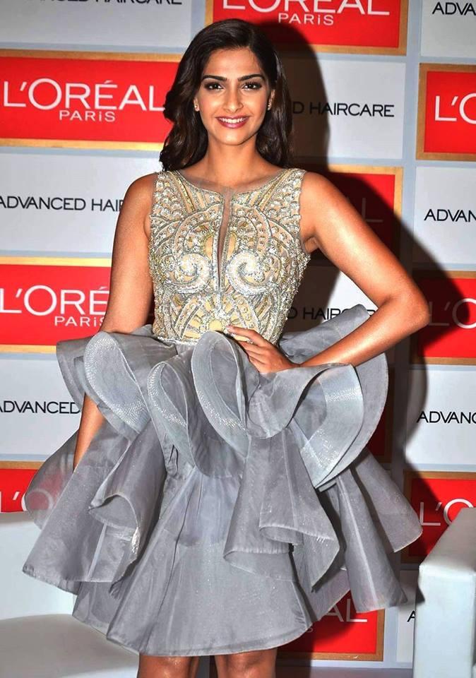 sonam kapoor in abu sandeep dress