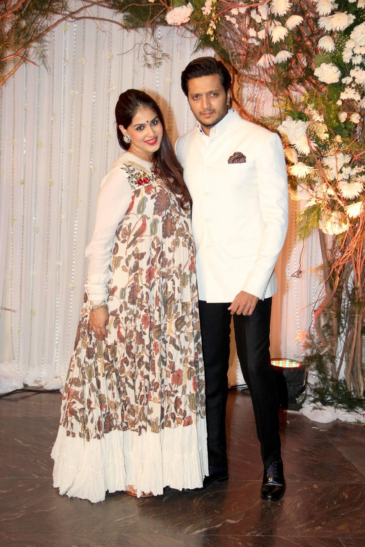 1462073896_karan-singh-grover-bipasha-basu-wedding-reception