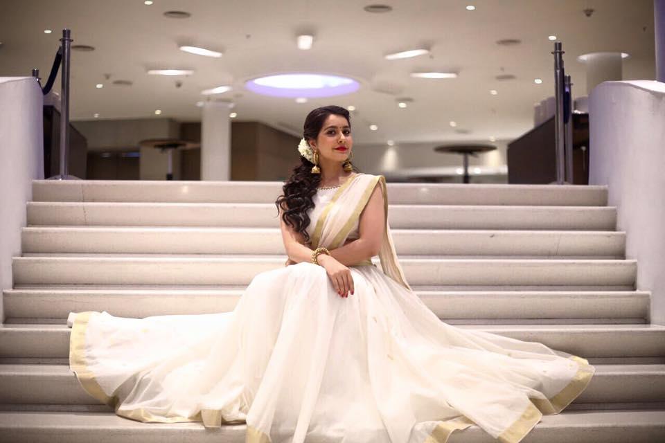 raashi khanna in white half sare