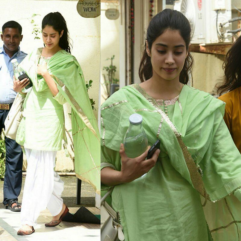 Jhanvi Kapoor in simple kurti – Boutiquesarees com